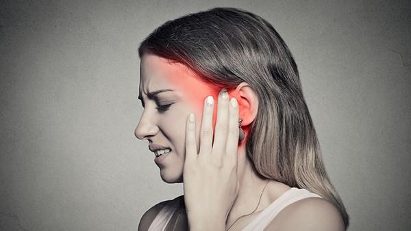 中耳炎耳朵疼痛时怎么办?吸烟会引起中耳炎吗