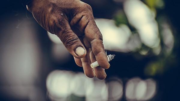 超过多少岁不适合戒烟?突然戒烟对身体有什么危害?