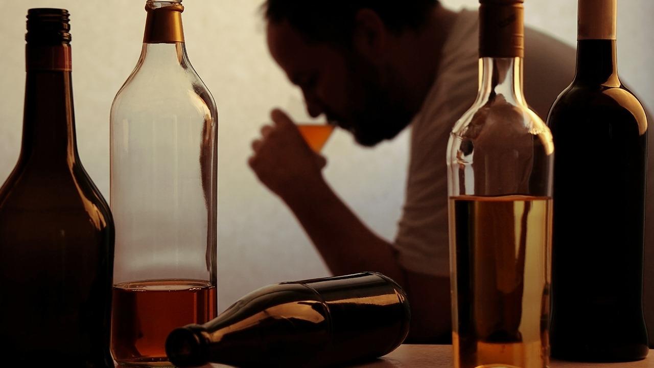 {啤酒是造成高血压高血脂的元凶 喝酒过多如何防止胃出血}
