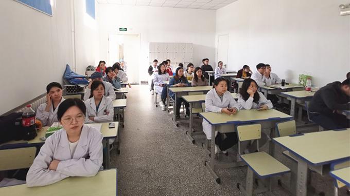西院召开青年医师法律法规培训会2.jpg